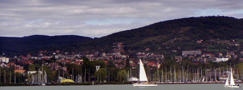 Facebook Borítóképek/Városok/Balatonfüred: Nyári Facebook borítókép vitorlás hajókkal, Balatonfüred partjáról nézve - borítóképek - letöltése - számítógépre - ingyen - facebook - karácsonyi - idézettel - háttérképek