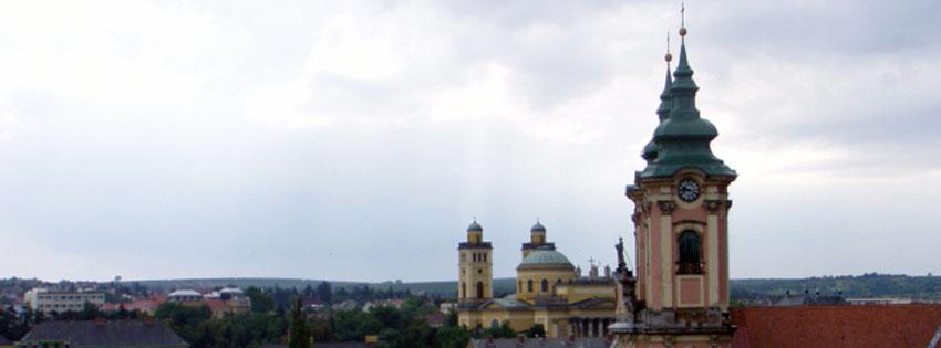 Facebook Borítóképek/Városok/Eger: Facebookra való nyári borítókép  az egri bazilika vagy főszékesegyház és a minorita templom tornyaival - borítóképek - ingyen - letöltése - facebook - számítógépre - karácsonyi - háttérképek - idézettel