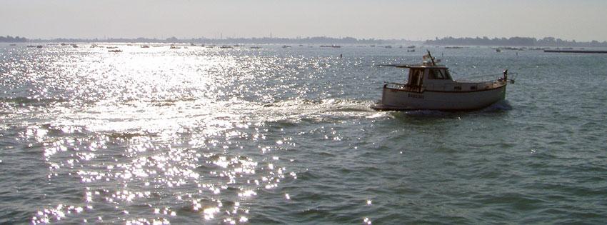Facebook Borítóképek/Országok/Olaszország: Nyári Facebook borítókép egy hajóval Velencében a naplementében - ingyen - facebook - karácsonyi - letöltése - számítógépre - borítóképek - idézettel - háttérképek
