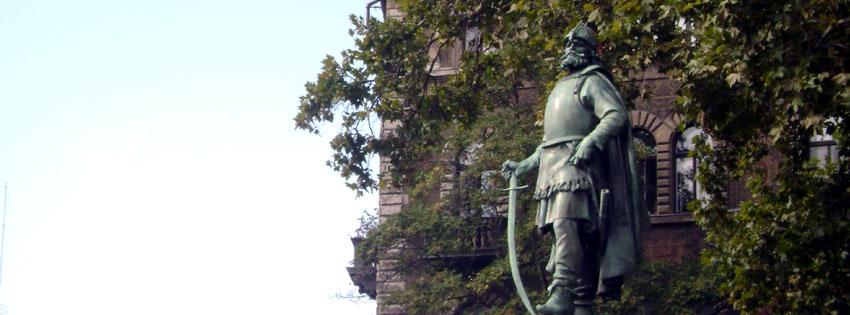 Facebook Borítóképek/Emberek/Hadvezérek: Őszi Facebook borító Szondy György szobrával Budapesten, a Kodály köröndön - ingyen - borítóképek - letöltése - facebook - karácsonyi - háttérképek - idézettel - számítógépre