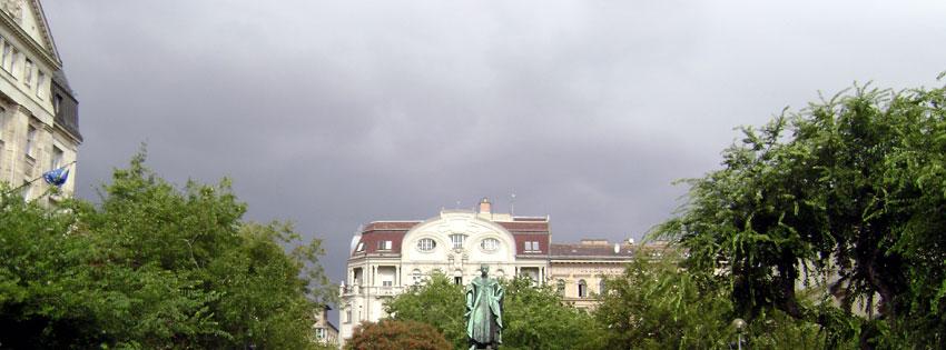 Facebook Borítóképek/Országok/Magyarország: Őszi Facebook borító József nádor (1776 - 1847) szobrával a róla elnevezett téren - borítóképek - idézettel - karácsonyi - háttérképek - számítógépre - facebook - ingyen - letöltése