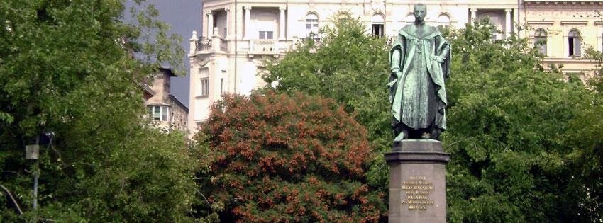 Facebook Borítóképek/Országok/Magyarország: Őszi Facebook borítókép József nádor (1776 - 1847) szobrával a róla elnevezett téren - borítóképek - idézettel - ingyen - számítógépre - facebook - karácsonyi - letöltése - háttérképek